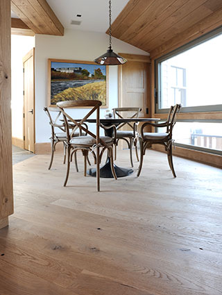 Knotted Oak Wide Plank Floors